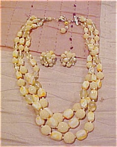 Plastic necklace and earrings (Image1)