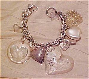 Plastic charm bracelet with hearts (Image1)