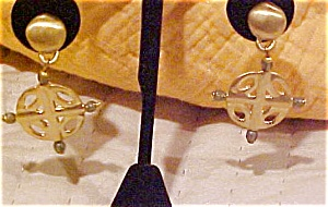Modren style gothic cross earrings (Image1)