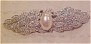 Carolee Brooch w/ rhinestones and faux pearl (Image1)