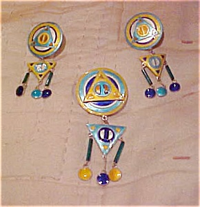 Enamel pin and earrings (Image1)