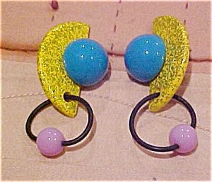 1980s wood and plastic modern earrings (Image1)