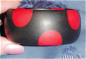 Sobral black and red dot bangle (Image1)