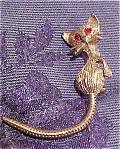 Cat pin with moving tail (Image1)