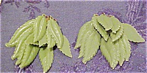 Green plastic leaf earrings (Image1)
