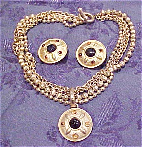 Goldtone necklace and earrings (Image1)