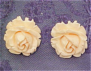 Carved ivory earrings (Image1)