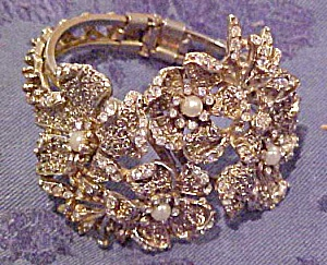 Floral design hinged bangle (Image1)