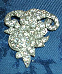 Floral design dress clip (Image1)