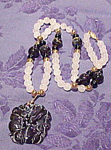 Bead necklace with stone pendant (Image1)