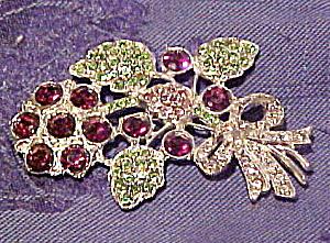 Floral rhinestone pin (Image1)