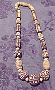 Carved wood bead necklace (Image1)
