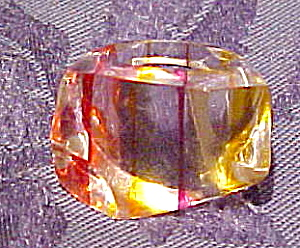 Lucite ring with stripes (Image1)