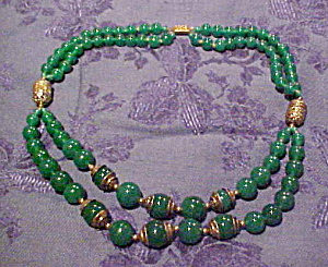 Czechslovakian green glass bead necklace (Image1)