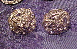 Floral design earrings (Image1)