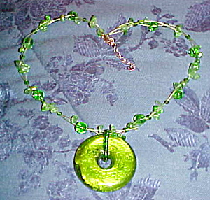 Contemporary necklace with green glass (Image1)