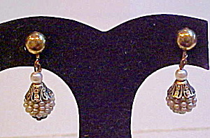 Faux pearl earrings (Image1)