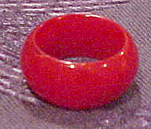 Red Bakelite ring (Image1)