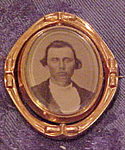 Victorian photo and hair brooch (Image1)