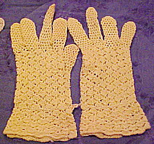 Yellow crocheted gloves (Image1)