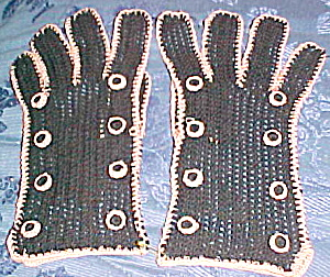1930s - 1940s Black and pink gloves (Image1)