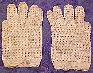 Creme colored crocheted gloves (Image1)