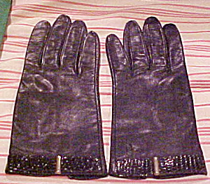 Leather gloves with snake trim (Image1)