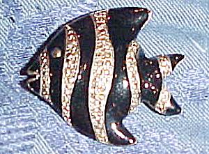 Enameled fish pin (Image1)