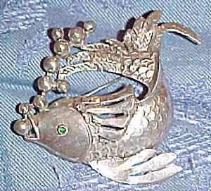 Fish pin (Image1)