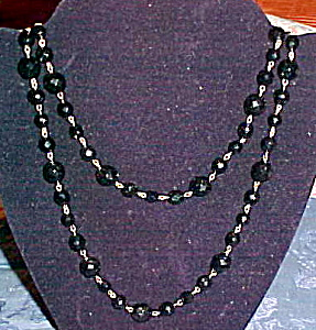 Black faceted glass bead necklace (Image1)