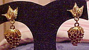 Avon strawberry earrings (Image1)