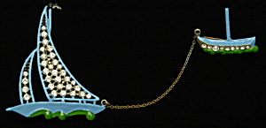 Enameled sailboat brooch (Image1)