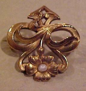 Art Nouveau pin with pearl (Image1)