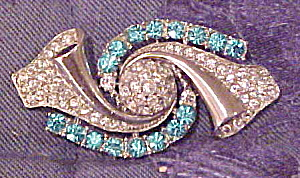 Retro pin with scroll design (Image1)