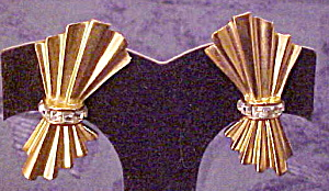 1980s bow earrings (Image1)
