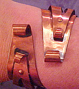 Copper Moderne hinged bangle (Image1)