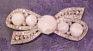 Bow brooch with opalescent stones (Image1)