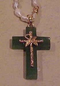 Cross on faux pearl necklace (Image1)