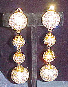 Dangling 1980s earrings (Image1)