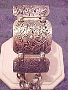 Hand hammered aluminum bracelet (Image1)