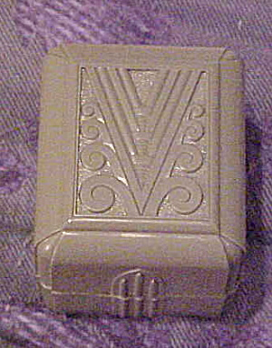 Green plastic Art Deco ring box (Image1)