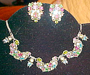 Hollycraft earrings and necklace set (Image1)