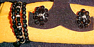 Black bead bracelet and earrings (Image1)