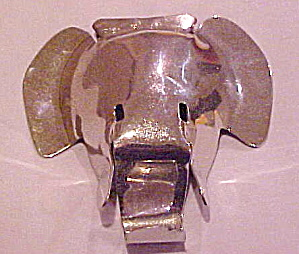 Large Elephant brooch (Image1)