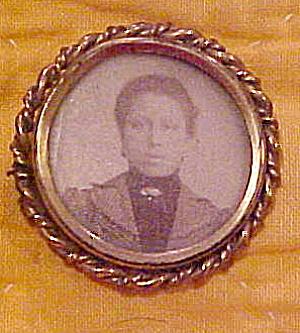 Victorian photo pin (Image1)