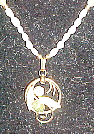 Pearl necklace w/Sarah Coventry pendant (Image1)