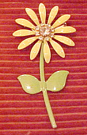 1960s enamel flower pin (Image1)