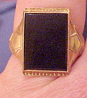 10k Man's ring with onyx stone (Image1)