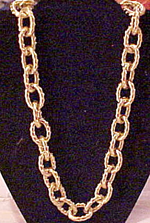 Goldtone link chain (Image1)