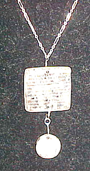 Modern Artist Ceramic necklace (Image1)
